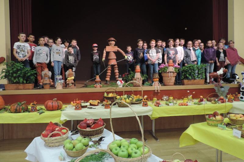 Visites des scolaires à l'exposition du syndicat des arboriculteurs de Neufgrange