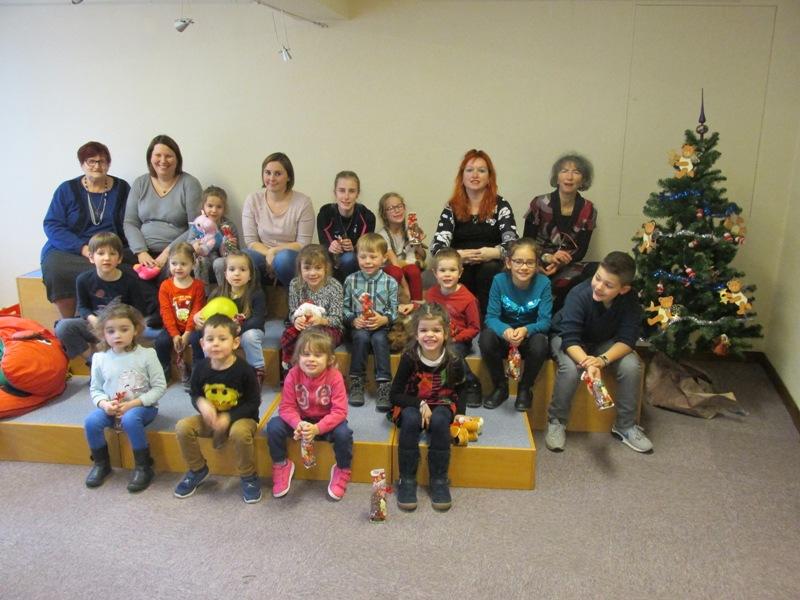 Fête de Noël des enfants à la bibliothèque.
